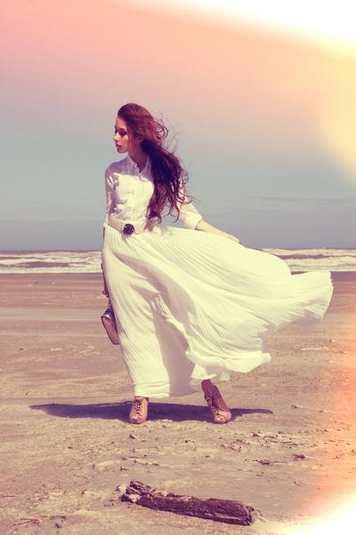 white pleated skirt Juliana Silveira skirt