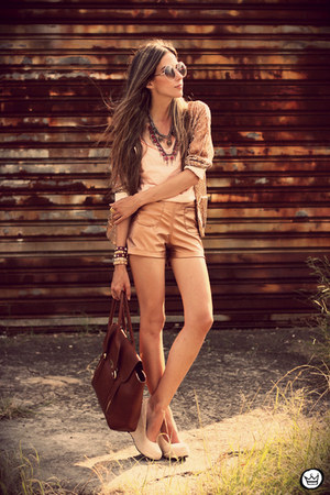 bronze metallic Morena Raiz shorts - peach Morena Raiz top