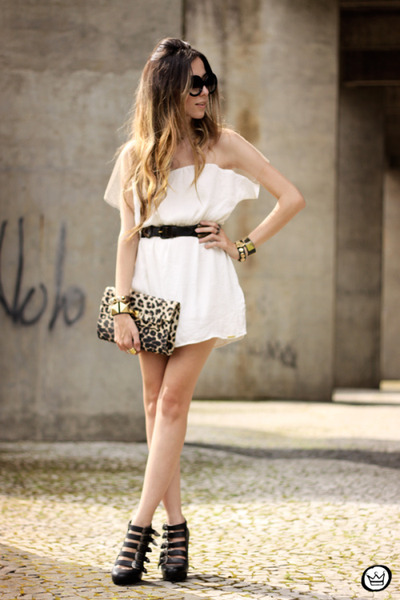 white Displicent dress
