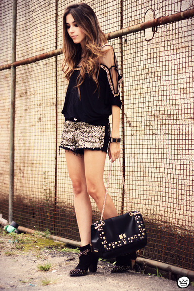 black Douglas Harris top - black Lança Perfume boots - black q2 shorts