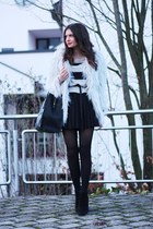 periwinkle lookbookstore coat - black VJ-style bag