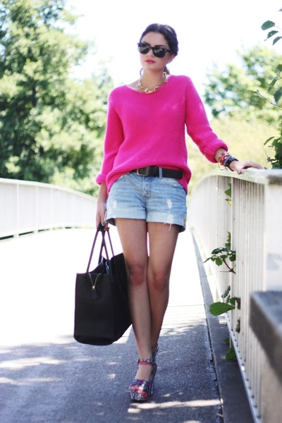 hot pink Romwecom sweater - black VJ-style bag - blue H&M shorts