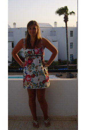 Stradivarius dress - Primark sandals