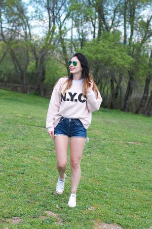 blue Levis shorts - light pink H&M sweatshirt - Converse sneakers
