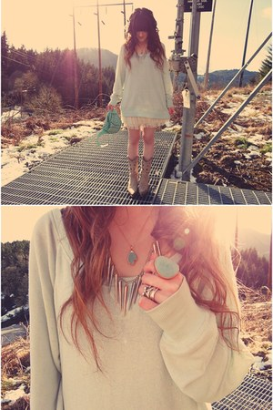 Trend Essentials necklace - romwe necklace - Durango boots - H&amp;M sweater