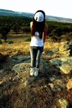 Sportsgirl t-shirt - jeans - cotton on boots - BONE hat