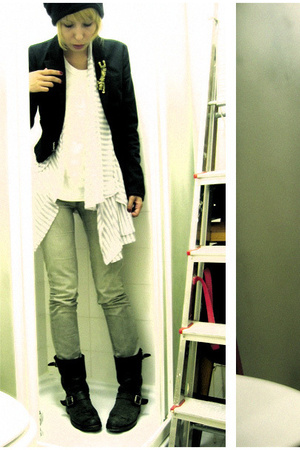 Stradivarius blazer - vest - RNA t-shirt - Frye shoes