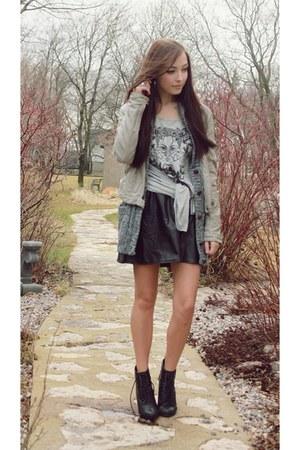 charcoal gray girlfriends material top - black GoodNight Macaroon skirt