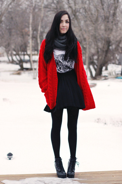 ruby red romwe sweater - black acid reign shirt