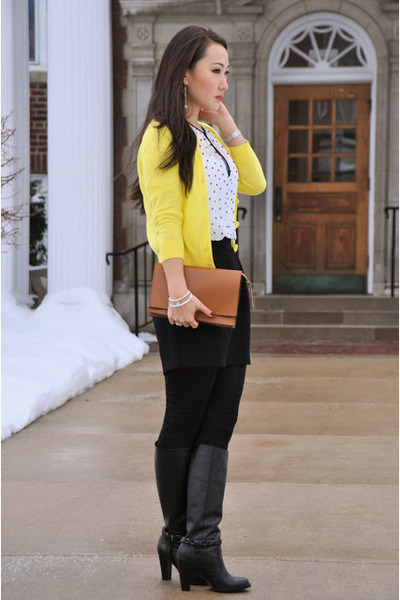 banana republic boots - HUE tights - Zara bag - Zara skirt - Zara blouse