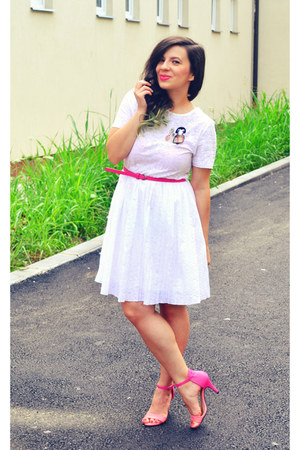 white dress - hot pink She Likes sandals