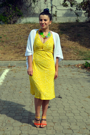 yellow Mango dress - white Etic cardigan