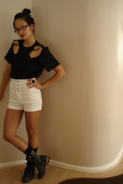 Hanes t-shirt - f21 shorts - Aldo boots - House of Harlow & F21 accessories - Ta