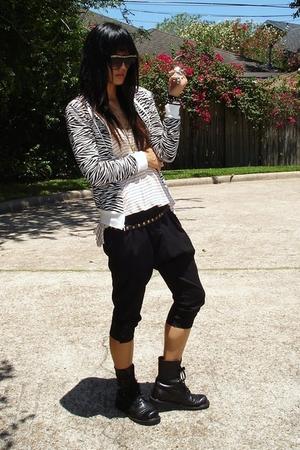 Ross jacket - UO top - asos pants - Ebay boots - Target belt