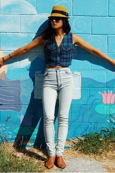 light blue high waisted Urban Outfitters jeans