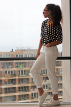 white H&M shoes - white highwaisted 70s Inwear jeans