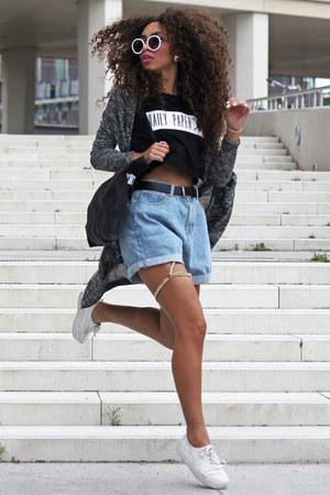 black Daily Paper t-shirt - light blue chicnova shorts