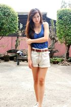 blue top - shorts - brown belt - beige shoes