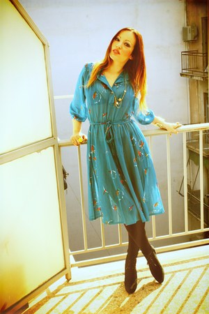 turquoise blue vintage dress - black American Apparel leggings - yellow H&M ring