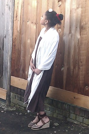 dark brown maxi new look dress - white wrap-around River scarf