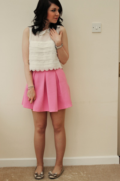 bubble gum Topshop skirt - off white Topshop top - camel Kurt Geiger flats