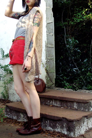 dark brown vintage boots - dark brown vintage bag - red denim vintage shorts
