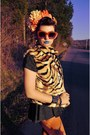 Carrot-orange-tiger-none-vest-black-none-dress