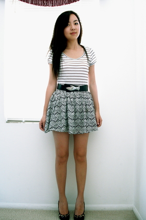 H&amp;M t-shirt - f21 skirt - Steve Madden shoes - vintage belt