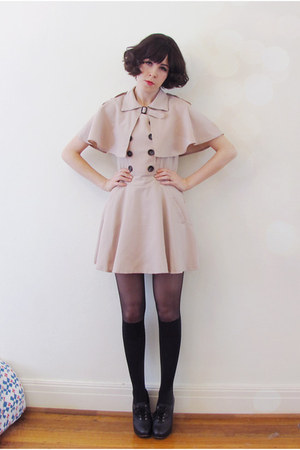 beige trench dress Flaunt dress - black Chloe boots
