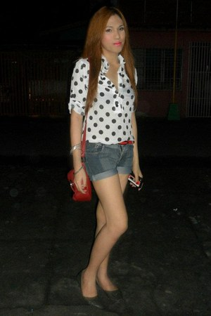 polka dots top - red sling bag - denim shorts - red slim belt - gray flats
