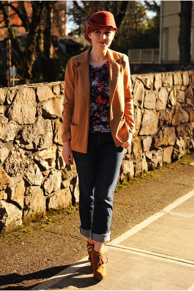brick red hat - brown boots - navy Gap jeans - camel Forever 21 blazer