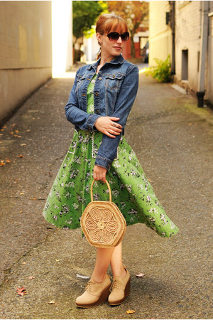 beige straw purse - beige wedge boots - green dress - navy jean jacket