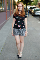 black floral StyleMint top - white black and white Loft shorts
