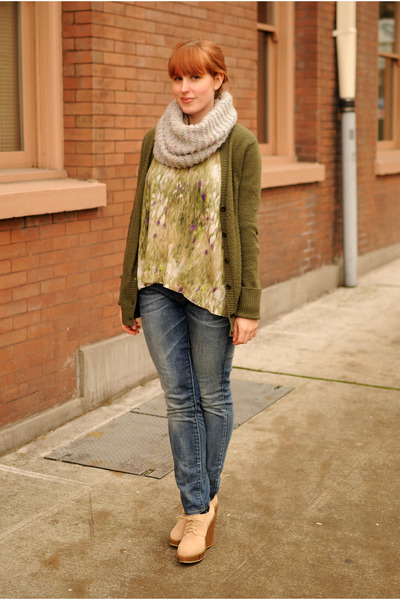 beige wedge boots - navy Levis jeans - green sweater