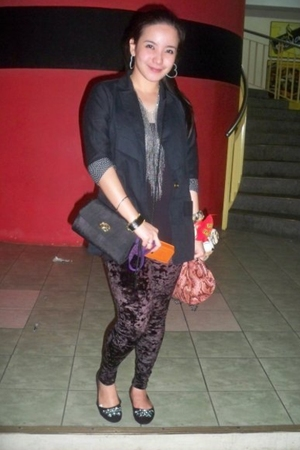 thrifted blazer - gift earrings - gift accessories - bangkok shoes - Topshop leg