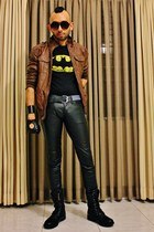 black leather boots - tawny leather jacket - yellow slim fit t-shirt