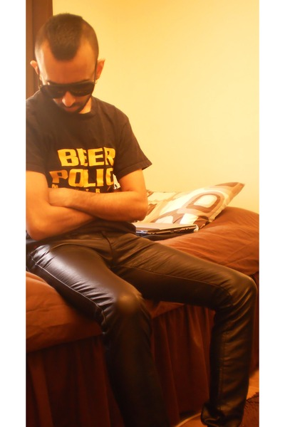 black pleather skinny pants - black sunglasses - yellow t-shirt