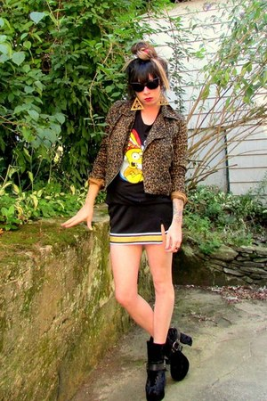 black bart bow and arrow shirt - black cheerleader vintage skirt