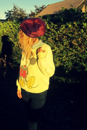 crimson knit handmade hat - light yellow mickey mouse Retro sweatshirt