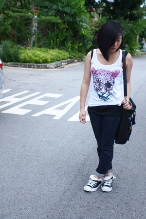 white Hurley top - black Dorothy Perkins top - black Converse shoes