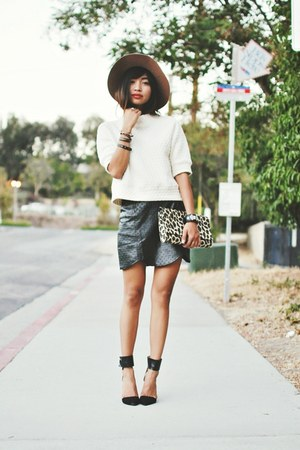 black Shoppiincom skirt - tan Threadsencecom hat - off white Zara shirt
