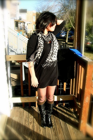 Express scarf - Old Navy dress