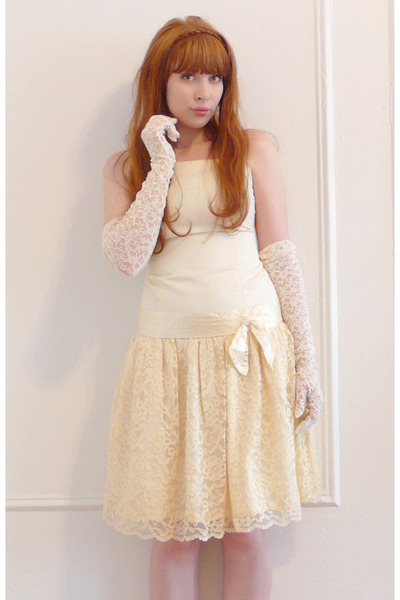 white vintage dress - white vintage gloves