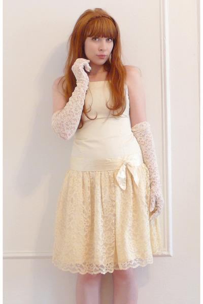 white vintage dress - white vintage gloves
