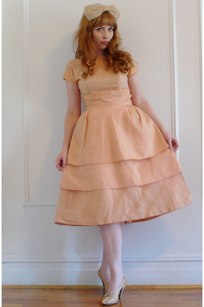 pink vintage dress - beige accessories - beige vintage shoes