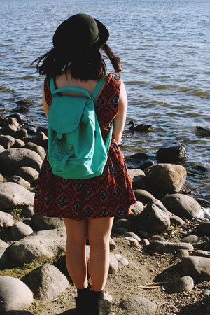 seafoam green baggu bag - aztec I Like Wolves dress - black bowler Barry hat