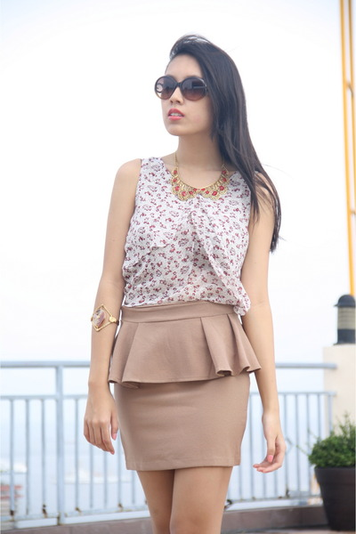 collar Twinkies Inc necklace - Guess sunglasses - peplum Pink Manila skirt