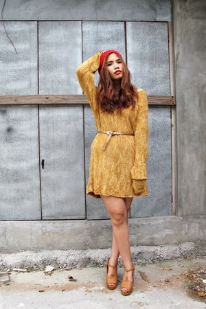 gold shopRTF dress - ruby red Billabong hat