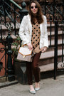 Dark-brown-david-kahn-jeans-light-brown-polka-dot-old-navy-sweater