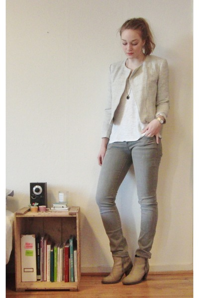 boucle H&M jacket - ankle acne boots - Mango jeans - pieces necklace - H&M top